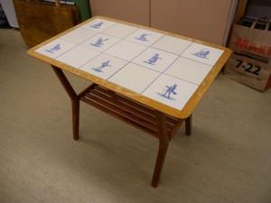 Bord med kakelplattor