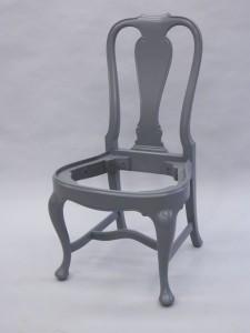 Ommålad barockstol.