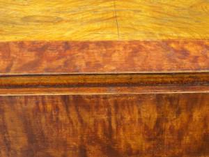 slagbord med skadat färgskikt
