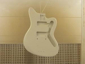 Sprutlackering av elgitarr