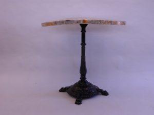 Bågnad bordsskiva