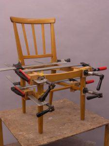 Omlimning av stol