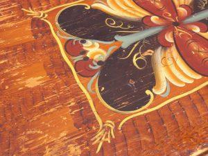 Krackelerad färg på möbler