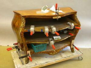 Renovering av rokokobyrå
