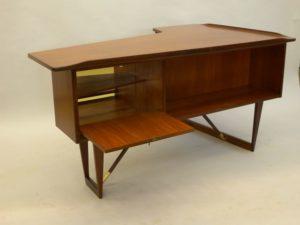 Skrivbord i teak. Säffle möbelfabrik.