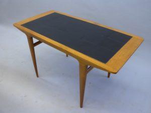 Laga bord med kakelplattor