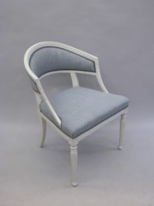 Laga gamla stolar.