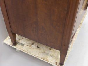 Laga fanérskada på möbler