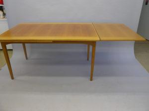 Renovera bord med fläckar